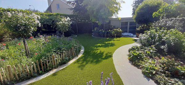 Kunstgras tuin met honden